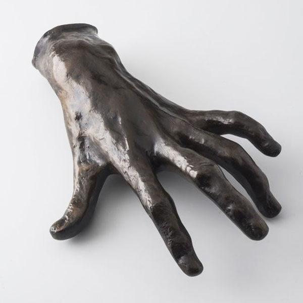 Руки в скульптуре