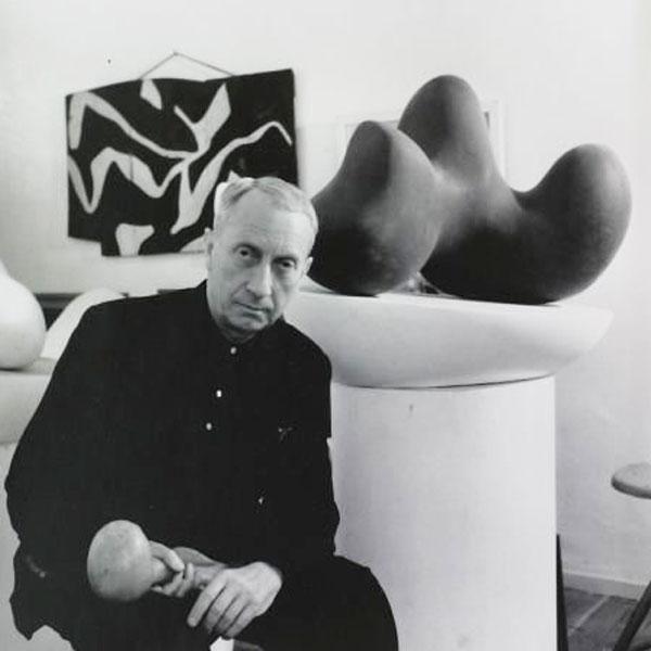 Абстрактная скульптура Ханса Арпа
