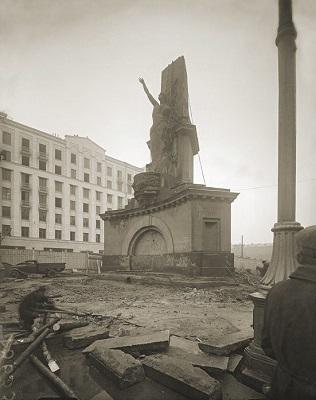 Демонтаж Монумента Советской конституции в Москве, 1941