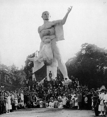 """Открытие памятника """"Освобожденный труд"""" скульптора М. Блоха, 1920"""