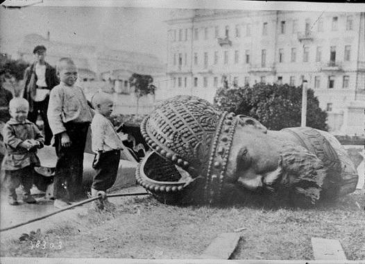 Демонтаж памятника Александру III в Москве, 1918
